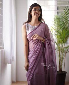 Plain Chiffon Saree, Plain Georgette Saree, Plain Saree, Saree Designs Party Wear, Party Wear Sarees, Shiffon Saree, Casual College Outfits, Sarees For Girls, Bridesmaid Saree