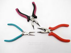 Basic Jewelry Making Tools You Need to Get Started Crystal Jewelry, Wire Jewelry, Beaded Jewelry, Jewelry Box, Jewelry Sites, Jewelry Supplies, Basic Tools, Jewelry Making Tools, Diy Schmuck
