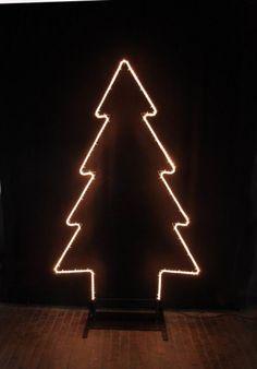 Metall Tannenbaum mit Lichtschlauch
