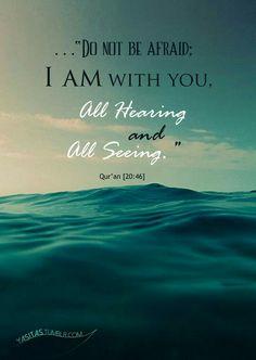 بسم الله الرحمن الرحيم قَالَ لَا تَخَافَا ۖ إِنَّنِي مَعَكُمَا أَسْمَعُ وَأَرَىٰ سورة طه الآية ﴿٤٦﴾