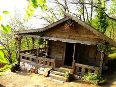Old Romanian house Old Cabins, Cabins And Cottages, Cabins In The Woods, House In The Woods, Little Cabin, Little Houses, Cabin Homes, Log Homes, Mountain Living