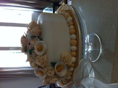 Ivory rose and calla lily cake