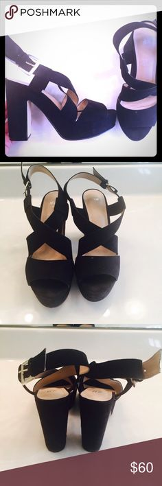 H&M chunky heels Beautiful block style heeled shoes by H&M. Gold buckles, perfect for this holiday season!! Size 9- bundle and save!! H&M Shoes Heels