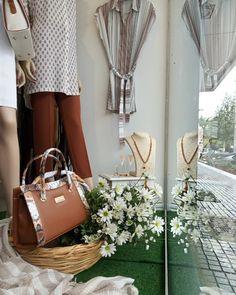 Λεπτομέρειες από την ανοιξιάτικη βιτρίνα μας!  #vayagr #boutique #thessaloniki #greece #fashion #style #purse #clothes