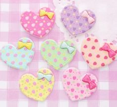 Cute and colourful shabby chic style patterned Minnie Mouse cabochons in 6 different colours. These flat back cabochons are perfect for all kinds of kawaii crafts, including decoden, jewellery jewelry making, card making, scrapbooking etc!!