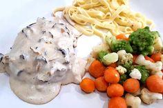 Une sauce au bon goût de chanterelles pour accompagner la viande ou les pâtes. Crémeuse, onctueuse, réconfortante cette sauce aux champignons est ultra-simple à préparer …