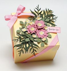 #DieCut floral sprays to take your #DIYgiftwrapping to a new level!