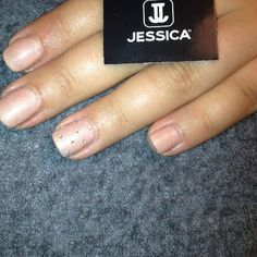 Jessica GELeration in Tea Rose with Swarovski crystal accent nail.