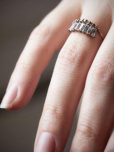 e.m. noir Crystal Drop Ring