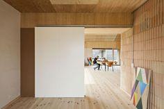 Casa de barro também pode ser moderna (Foto: Laura Stamer / Divulgação)