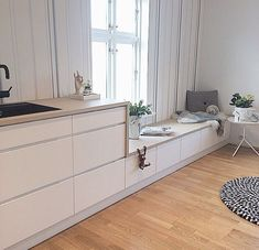 Goodmorning World ☀️ how about waking up to a cosy kitchen spot like this? Check out more of inspirering home Goodmorning World ☀️ how about waking up to a cosy kitchen spot like this? Check out more of inspirering home . Home Interior, Interior Design Kitchen, Interior Design Living Room, Interior Styling, Cosy Kitchen, Kitchen Benches, Voxtorp Ikea, Muebles Living, Cuisines Design
