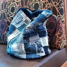 큰가방 좋아해~ 올 여름 내내 데님백만 들고 다니네~~ #퀼트앤돌디자인  #애나스튜디오 #가방디자인 #애나백 #애나삭 #퀼트워크샵  #퀼트클래스  #퀼트  #패치워크  #퀼트가방  - anna_studios