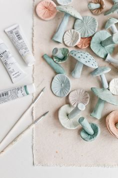 Unique Christmas Ornaments: Making Clay Mushrooms – Paper and Stitch – CREATE – craftsman Clay Christmas Decorations, Unique Christmas Ornaments, Clay Ornaments, Ornaments Making, Christmas Clay, Christmas Tree, Diy Air Dry Clay, Diy Clay, Air Drying Clay