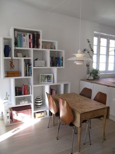 Cosy dining - love the shelf!