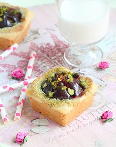 Mini Frangipane, pistachio and fresh figs Tarts