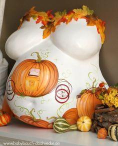 Babybauch Gipsabdruck gestaltet mit Kürbissen im Herbst. Belly Cast decorated for Fall / Autumn with pumpkins. By Atelier Body-pArts www.babybauch-abdruecke.de