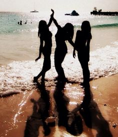 Beach with friends. This is a cute picture & pose