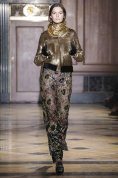 Sophie Theallet Fall 2016 Ready-to-Wear Collection Photos - Vogue High Fashion, Fashion Show, Womens Fashion, Fashion Trends, Autumn Winter Fashion, Fall Winter, Fashion Fall, Sophie Theallet, Dress With Boots