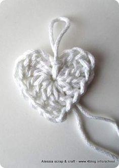 Crochet / Heart / free pattern fürs baby anleitung Scuola di uncinetto: come fare cuori semplici a crochet Love Crochet, Easy Crochet, Crochet Flowers, Knit Crochet, Crochet Stitches, Crochet Patterns, Crochet Ideas, Jumbo Yarn, Crochet Bookmarks