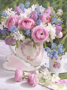 A bouquet of flowers that spesks of love beyond words . Beautiful Flower Arrangements, Fresh Flowers, Pretty Flowers, Spring Flowers, Floral Arrangements, Spring Plants, Floral Vintage, Ikebana, Beautiful Roses