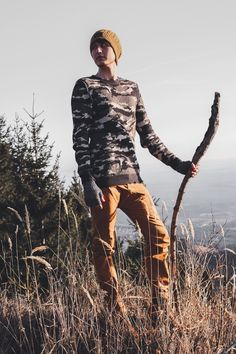 This outfit show that camouflage can be more than just the army. It's in fashion for years and can be very stylish. #camouflageoutfit #camouflage #fashionblogger outfit #ootd #ootdmen #mensoutfits