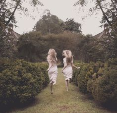 Read from the story Fotos Para Tus Portadas by Livestoread-AM with reads. Old Dress, Le Mirage, Wattpad, Black And White Photography, Find Image, Lgbt, Twins, In This Moment, Portrait