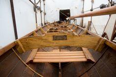 Ο Θοδωρής Τσίκης επιμένει να κατασκευάζει ξύλινα παραδοσιακά σκάφη στο Πέραμα Bath Caddy, Garden Bridge, Stairs, Outdoor Structures, Home Decor, Ships, Stairway, Decoration Home, Room Decor