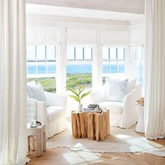 The sugar white sands of the Gulf shoreline were desiger Julia Starr Sanford's muse for setting a tranquil tone in this Alys Beach vacation home.