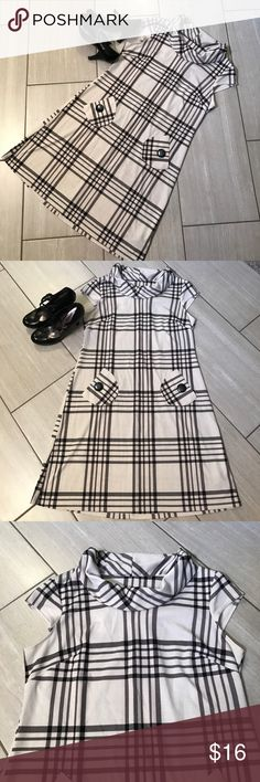 Plaid dress with pockets 😍 EUC adorable soft dress that does have a nice hourglass shape to it. This is a black and off white plaid print. From smoke free home. R&K  Dresses