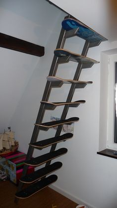 Skateboard Deck Stairs 2019 Vintage Upcycling Ideas For Kate Beavis Your Vinta. Skateboard Furniture, Skateboard Deck Art, Skateboard Storage, Boy Room, Kids Room, Deck Stairs, Loft Stairs, Skate Decks, Learn Woodworking