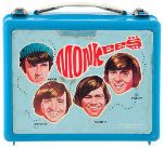 Hey, hey … they ain't the Beatles. Still, the Not-So-Fab Four, a made-for-TV rock and roll band, did all right for themselves. The show premiered in 1966 and lasted a couple of years—long enough to spawn a variety of lunch box designs. Retro Lunch Boxes, Lunch Box Thermos, Cool Lunch Boxes, Metal Lunch Box, Vintage Tins, Vintage Stuff, School Lunch Box, Whats For Lunch, The Monkees