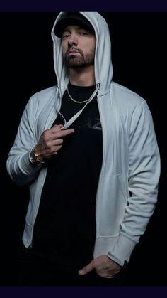 Eminem has released a surprising new studio album, titled Kamikaze Rapper Eminem has revealed a surprising new studio alb. Eminem Wallpaper Iphone, Eminem Wallpapers, Wallpaper Wallpapers, Mobile Wallpaper, Victoria Beckham, Marshall Eminem, Eminem Rap, Eminem Memes, Eminem Music