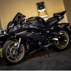 the Bicycle Lover (Jessicalovebike) Motos Yamaha, Yamaha Motorcycles, Yamaha Yzf R6, Cars And Motorcycles, Custom Motorcycles, Futuristic Motorcycle, Motorcycle Bike, Motorcycle Quotes, Yzf R125