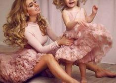 Outfit mamá e hija 🎀 Mother Daughter Photos, Mother Daughter Matching Outfits, Mother Daughter Fashion, Mommy And Me Outfits, Mom Daughter, Mother Daughters, Mommy And Me Dresses, Mother Son, Mother Daughter Photography