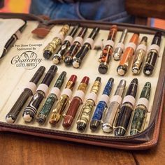 Fountain Pen Geeks — Here's a closer look at some of those vintage… - Füller Writing Pens, Letter Writing, Calligraphy Pens, Chinese Calligraphy, Caligraphy, Fountain Pen Ink, Fountain Pen Vintage, Pen Turning, Dip Pen