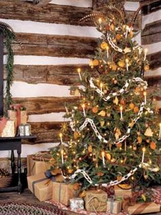 http://www.sheknows.com/holidays-and-seasons/articles/806001/25-ways-to-decorate-your-christmas-tree/page:24