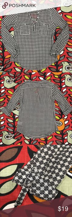 """Henley Tunic by Holding Horses Black and white geometric print. Excellent preloved condition. Semi sheer 100% cotton. Henley styling. Two front patch pockets. Wear sleeves down or rolled. 17"""" pit to pit. 25"""" length at longest. No trades. No PayPal. Price firm unless bundled. Anthropologie Tops"""