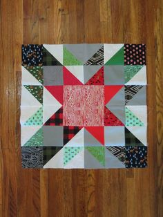 Half Square Triangle Star - Quick and Easy Christmas Quilt - Block 2