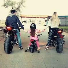 Motorcycle girl photography biker chick 42 New Ideas Motorcycle Baby, Motorcycle Couple, Biker Chick, Biker Girl, Couple Motard, Motocross, Gp Moto, Bike Couple, Dirt Bike Girl