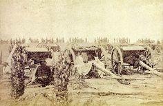 Artilharia brasileira em posição durante a Guerra do Paraguai, 1866 - Império do Brasil