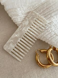 Cream Aesthetic, Classy Aesthetic, Makeup Counter, Santorini, How To Look Better, Bling, Jewels, Beauty, Aesthetics
