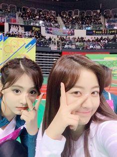 New korean dancing aesthetic ideas Kpop Girl Groups, Korean Girl Groups, Kpop Girls, Pole Dance Moves, Pole Dancing Fitness, Dancing In The Rain, Girl Dancing, Extended Play, Nayeon