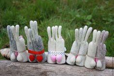 Купить или заказать 1+1 в интернет-магазине на Ярмарке Мастеров. Влюбленные зайчики -романтичный и веселый подарок влюбленной парочке,любимой девушке,молодому человеку.Этим подарком можно выразить чувство любви,добра и нежности.Зайчики выполнены методом сухого валяния.