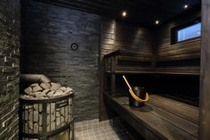 Tumma ja tunnelmallinen sauna Sauna Steam Room, Sauna Room, Bathroom Plants, Bathroom Spa, Bathroom Ideas, Cabin Office, Sauna Heater, Spa Interior, Interior Design