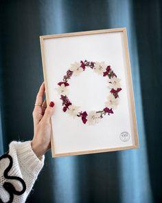 Diy Fleur, Fleurs Diy, Pressed Flower Art, How To Preserve Flowers, Flower Frame, Carpe Diem, Resin Art, Dried Flowers, Fun Crafts