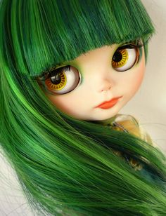 Blythe - Amazing Hair! (I want a blythe with this hair, but I want to have it on my head too!)