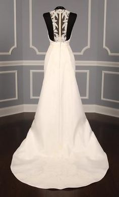 Anne Barge AB830 A : buy this dress for a fraction of the salon price on PreOwnedWeddingDresses.com