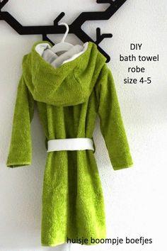 DIY bath towel robe, a little tutorial (huisje boompje boefjes) Sewing Patterns For Kids, Sewing For Kids, Diy For Kids, Baby Sewing, Sewing Kids Clothes, Diy Clothes, Kids Clothing, Kids Robes, Clothes Refashion