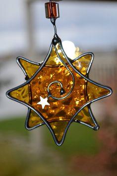 Golden Star  Stained Glass Suncatcher por dortdesigns en Etsy, $10.00