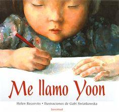 A Yoon, una niña coreana que ha emigrado a un país occidental no le gusta ver su nombre en un idioma que no es el coreano. Durante los primeros días de escuela, Yoon no se adapta, se siente sola y sólo piensa en volver a Corea con su familia. Poco a poco, llegará a comprender que quizás lo diferente también pueda ser bueno.